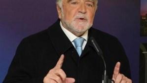"""Alegre diz que """"Cavaco tornou-se num factor de instabilidade"""""""