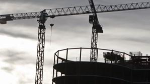 Construção sofre queda