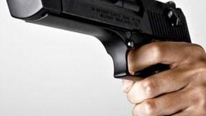 EUA: Polícia mata homem que estava nu na rua