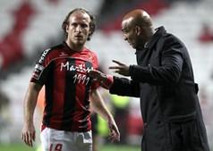 Treinador Daúto Faquirá não conseguiu pôr os jogadores do Olhanense a dar a volta aos acontecimentos