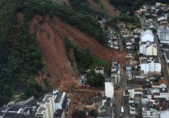 Enxurrada de lama sepultou habitantes de Nova Friburgo residentes junto aos morros