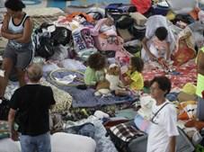 Voluntários distribuíram roupas e víveres aos desalojados