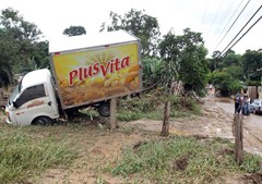 Colocar as estradas transitáveis é essencial para as operações de socorro