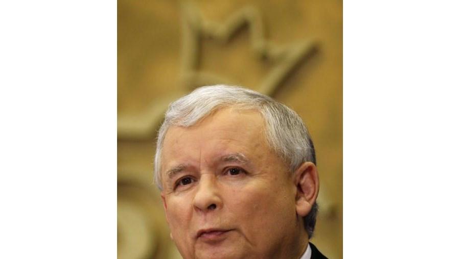 Jaroslaw Kaczynski reagiu ao relatório russo sobre a queda de avião que matou o seu irmão gémeo