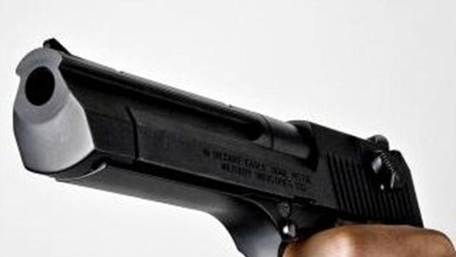 Homem foi morto na rua com dois tiros