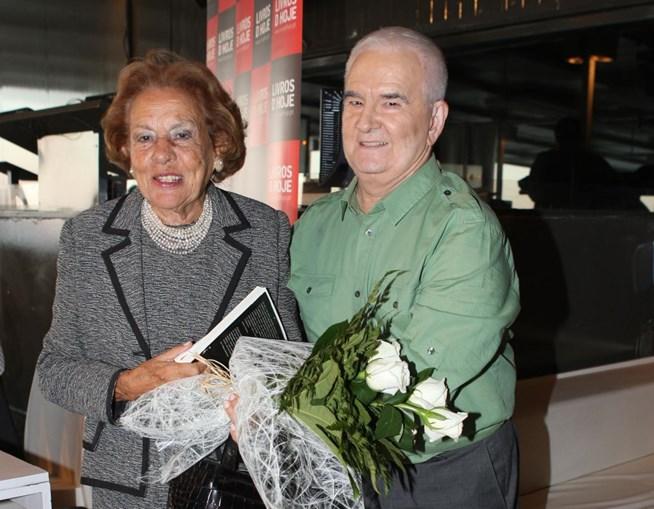 Tal como a sua antecessora no Palácio de Belém, Maria Barroso esteve com Carlos Castro no lançamento do seu livro 'As Mulheres da Minha Vida'