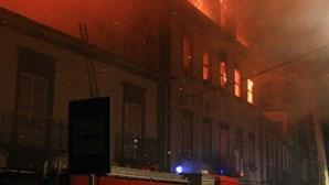 Incêndio destruiu antigo edifício da RTP/Açores (COM VÍDEO)