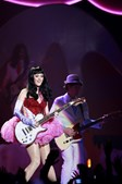 Tal como na sua primeira passagem pelo Campo Pequeno, Katy Perry não deixou de tocar guitarra