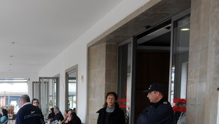 Comerciantes no mercado de Faro recusam assinar novos contratos