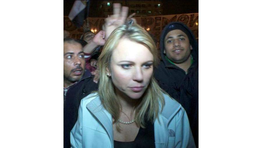Repórter da CBS foi molestada por uma multidão enfurecida