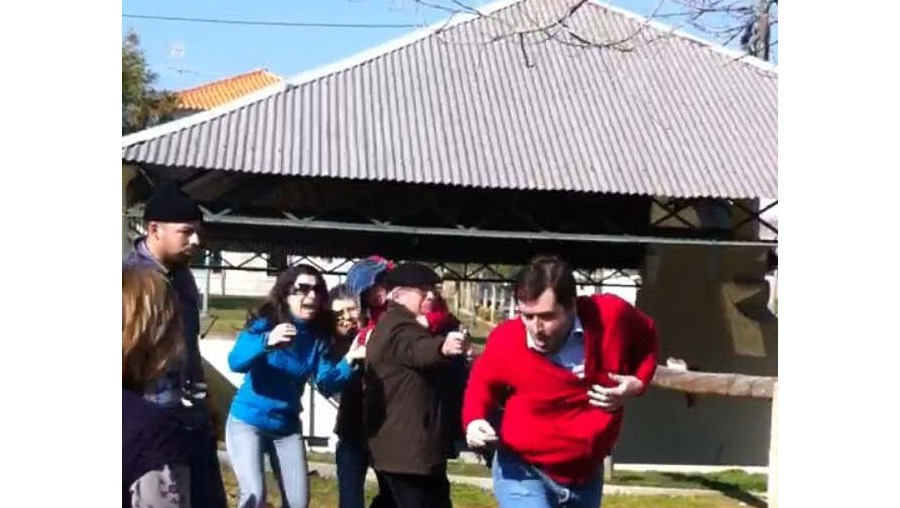 Cláudio tenta fugir. Ferreira da Silva continua a disparar
