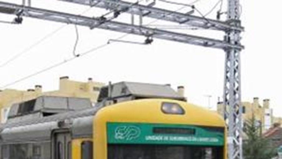 Até às 12h00, a paralisação obrigou à supressão de quatro comboios da CP longo curso, 21 do serviço regional, 12 nos serviços urbanos de Lisboa e um nos serviços urbanos do Porto