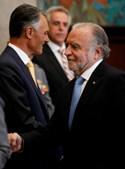 Duas vezes candidato contra Cavaco Silva em eleições presidenciais, duas vezes derrotado, Manuel Alegre apresentou cumprimentos ao adversário político.