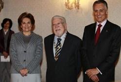 Ao lado de Cavaco Silva e da primeira-dama, no dia da condecoração