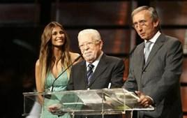 Ao lado de Isabel Figueiras e Júlio Isidro numa das galas de homenagem de que foi alvo
