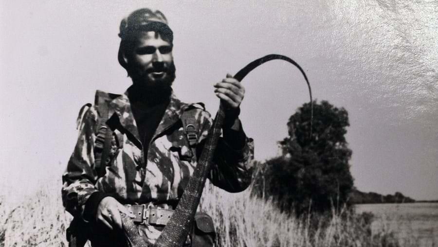 Um jacaré apanhado na zona leste de Angola, no rio Zambeze, em 1967