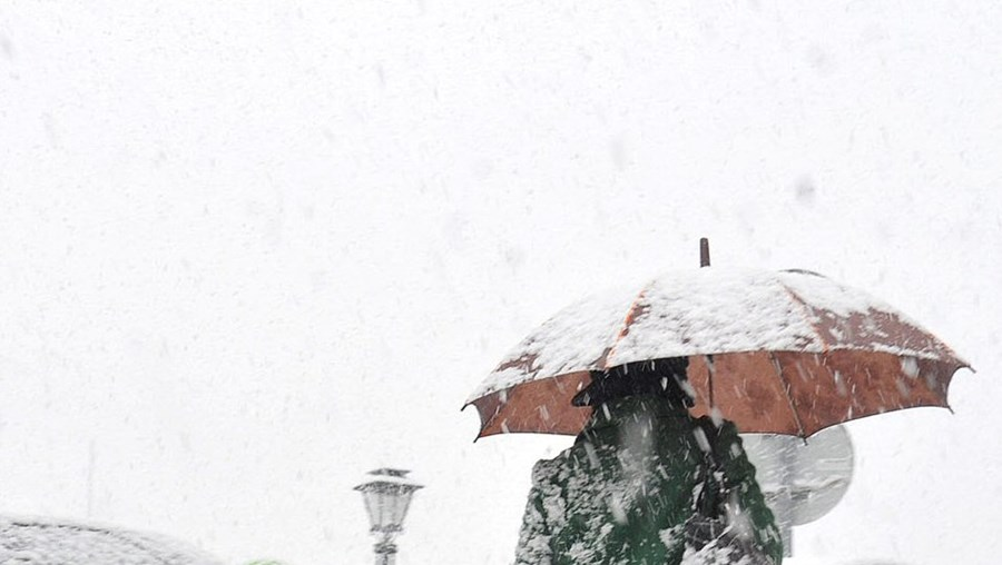 As cidades do interior norte e centro voltam a ficar com manto branco