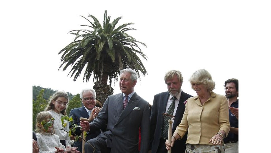 Carlos e Camilla plantaram uma rosa no parque de Monserrate