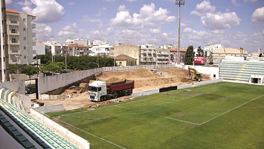 Viagens foram efectuadas quando o Estádio Municipal de Portimão estava a ser alvo de obras