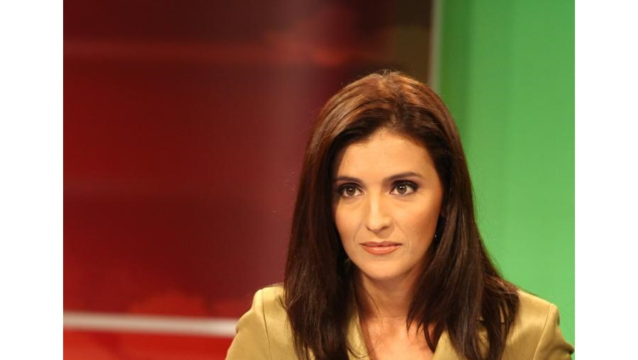 Ana Lourenço tem 38 anos, é divorciada e tem uma filha adolescente.