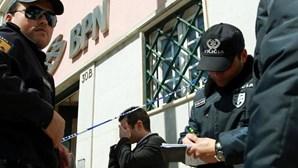 Ameaça funcionária para assaltar banco