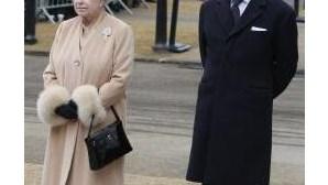 Isabel II e duque de Edimburgo almoçam com pais de Kate