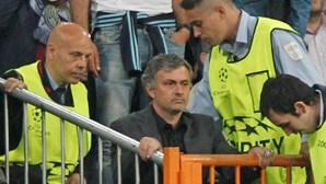 Barcelona decide se apresenta queixa contra Mourinho