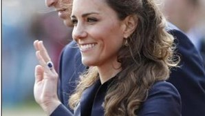 Príncipe William e Kate recebem títulos de duques de Cambrige