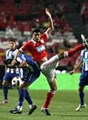 Óscar Cardozo e Christian Rodríguez reencontraram-se no Estádio da Luz. Só que desta vez como rivais