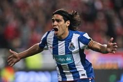 Terceiro golo do FC Porto, marcado pelo colombiano Falcão, cimentou a reviravolta. Agora o Benfica precisava de marcar dois golos