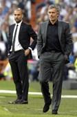 José Mourinho e Pep Guardiola fizeram um duelo táctico que não resultou em golos enquanto as duas equipas jogaram com dez