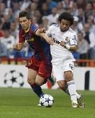 Arrancadas de David Villa deram muitas dores de cabeça ao defesa brasileiro Marcelo