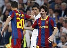 Messi festeja golo com o recém-entrado Afellay, que fez assistência para golo