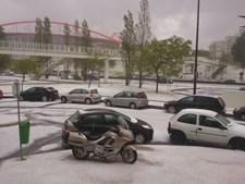 Junto ao Estádio da Luz também eram visíveis os efeitos do mau tempo