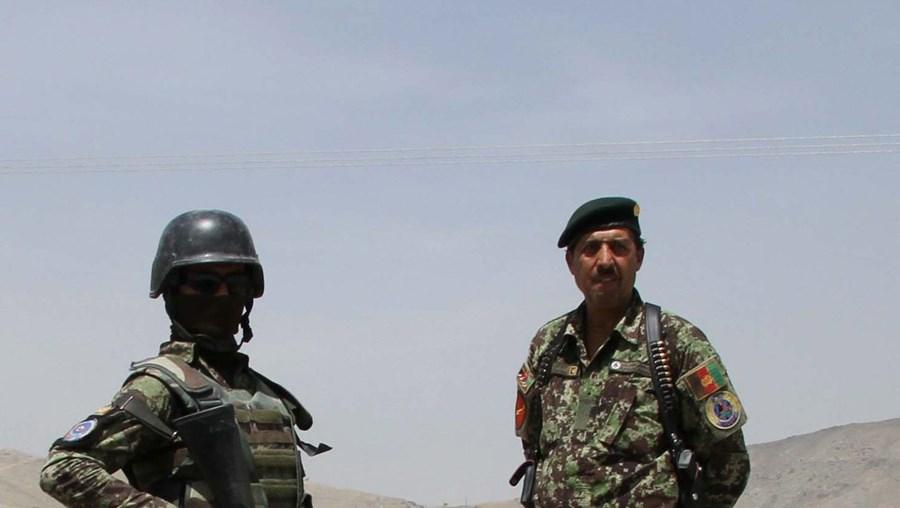 Segurança foi reforçada nos acessos à base, nos arredores de Cabul