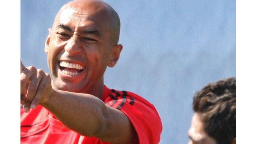 Luisão é o capitão na ausência de Nuno Gomes e tem sido incansável a indicar aos companheiros o caminho para Dublin, que será palco da final da Liga Europa, a 25 de Maio