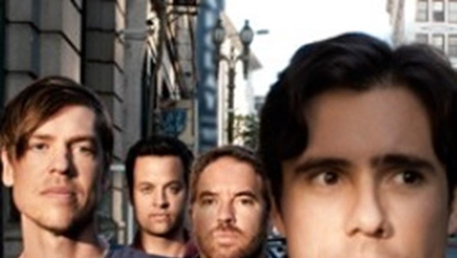 Banda vem apresentar o seu disco mais recente, 'Invented', lançado no ano passado
