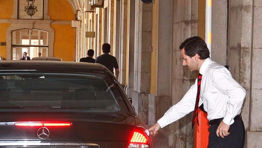 Negociações. Ontem foi dia de trabalho intenso para a equipa das Finanças. O secretário de Estado do Tesouro, Costa Pina, acompanhou Teixeira dos Santos nas conversas finais com a troika.