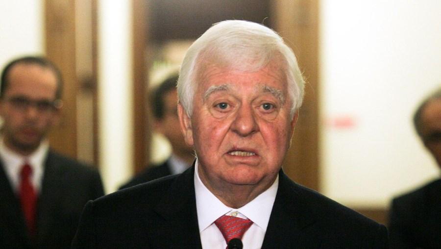 Eduardo Catroga, o rosto das negociações do PSD, avisa que o partido pode falar directamente com a 'troika'