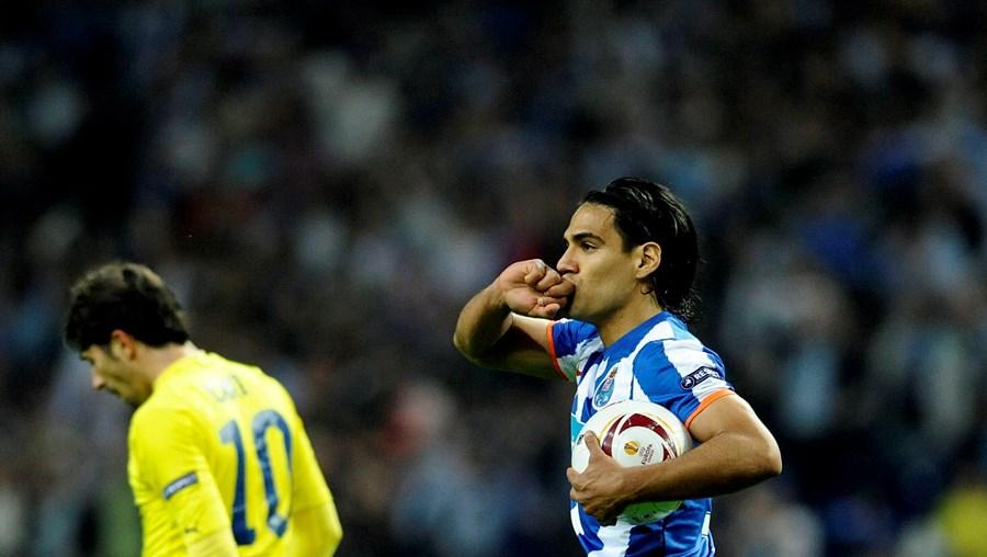 Falcão ficou com a bola do jogo, depois de ter marcado quatro golos diante do Villarreal