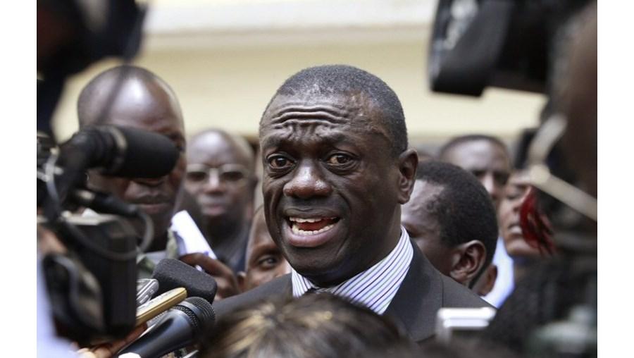 Kizza  Besigye, líder da opoisção