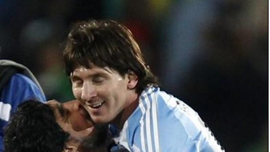 Maradona, que treinou Messi, não lhe poupou elogios