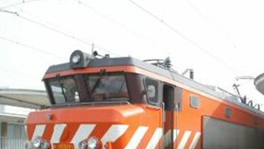 A circulação de comboios na linha do Sul está interrompida