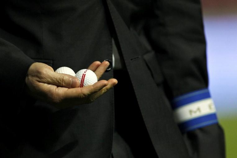 Bolas de golfe atiradas das bancadas são cada vez mais comuns nos relvados portugueses