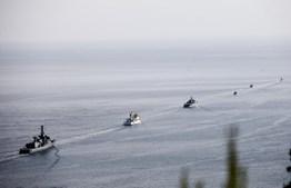 O dia terminou com um desfile náutico de todos os navios.