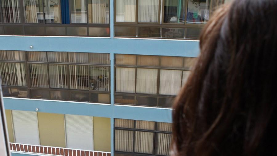 Menina aliciada sexualmente pelo padrasto de uma vizinha, no Seixal