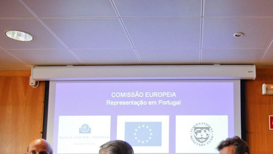 troika, euros, milhões, famílias, acordo, crise