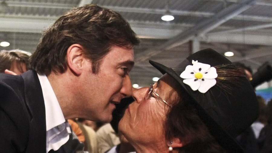 Líder social-democrata esteve ontem na Ovibeja e já disse que não entra num governo com o PS de José Sócrates