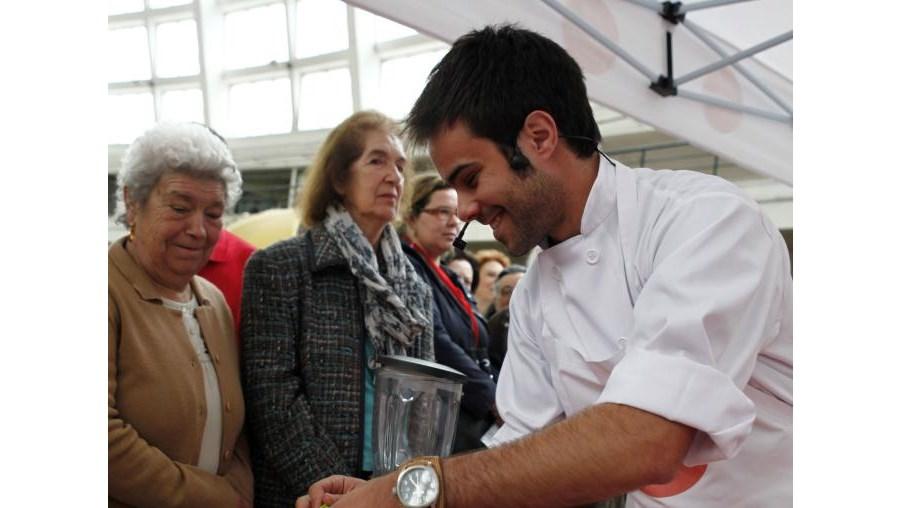Chef André confeccionou refeições no Mercado do Bom Sucesso