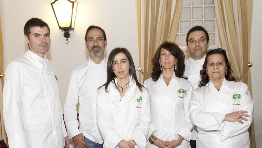 A primeira selecção foi efectuada por especialistas convidados a 7 de Abril